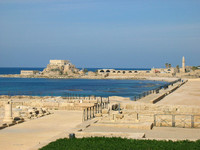 View_of_the_ruins_and_ocean_at_Caesarea_001