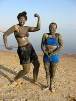 Ayleen_and_Erin_covered_in_Dead_Sea_mud