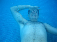 Ben_holding_his_nose_underwater_001