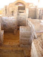 Bath_house_ruins_at_Caesarea